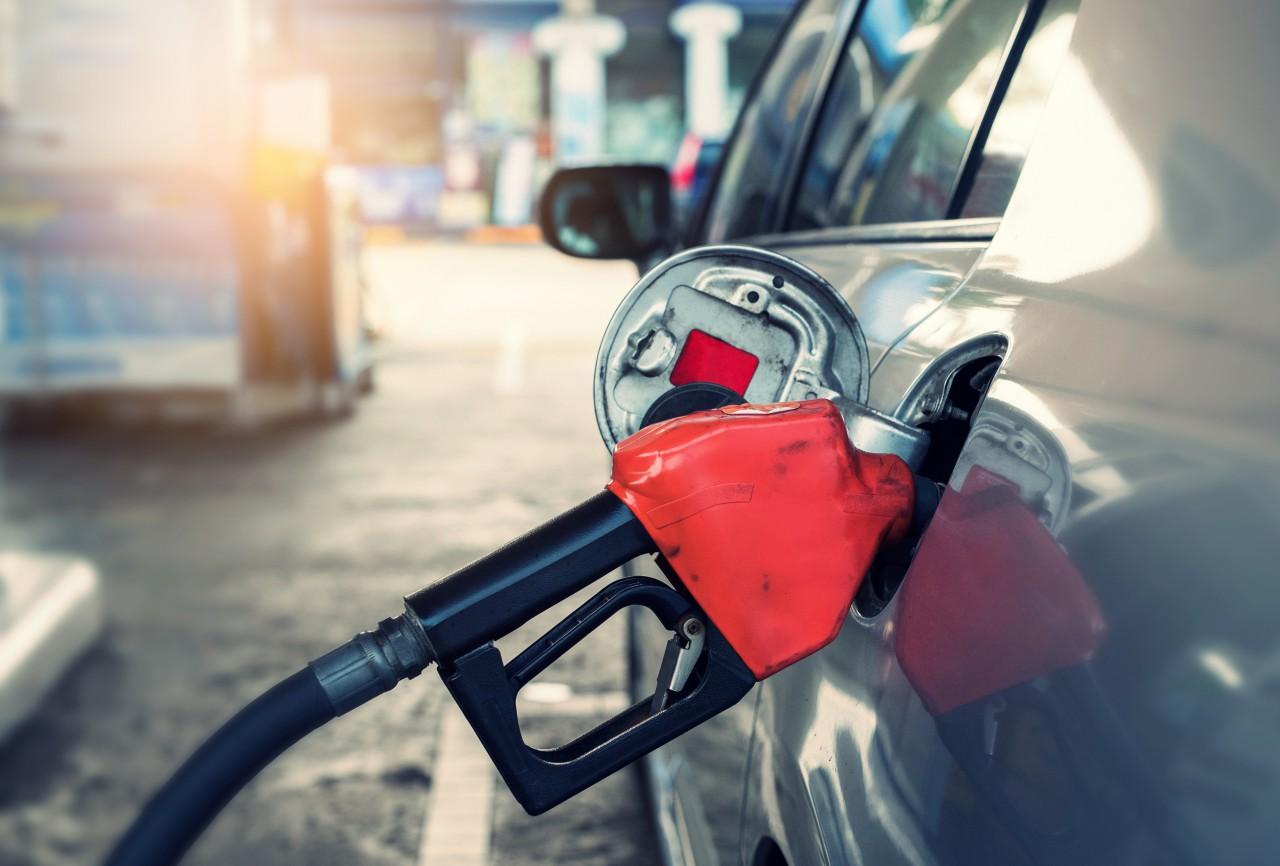 英でガソリン不足が深刻化、ビザ条件緩和や軍動員で運転手不足に対応 サムネイル画像`