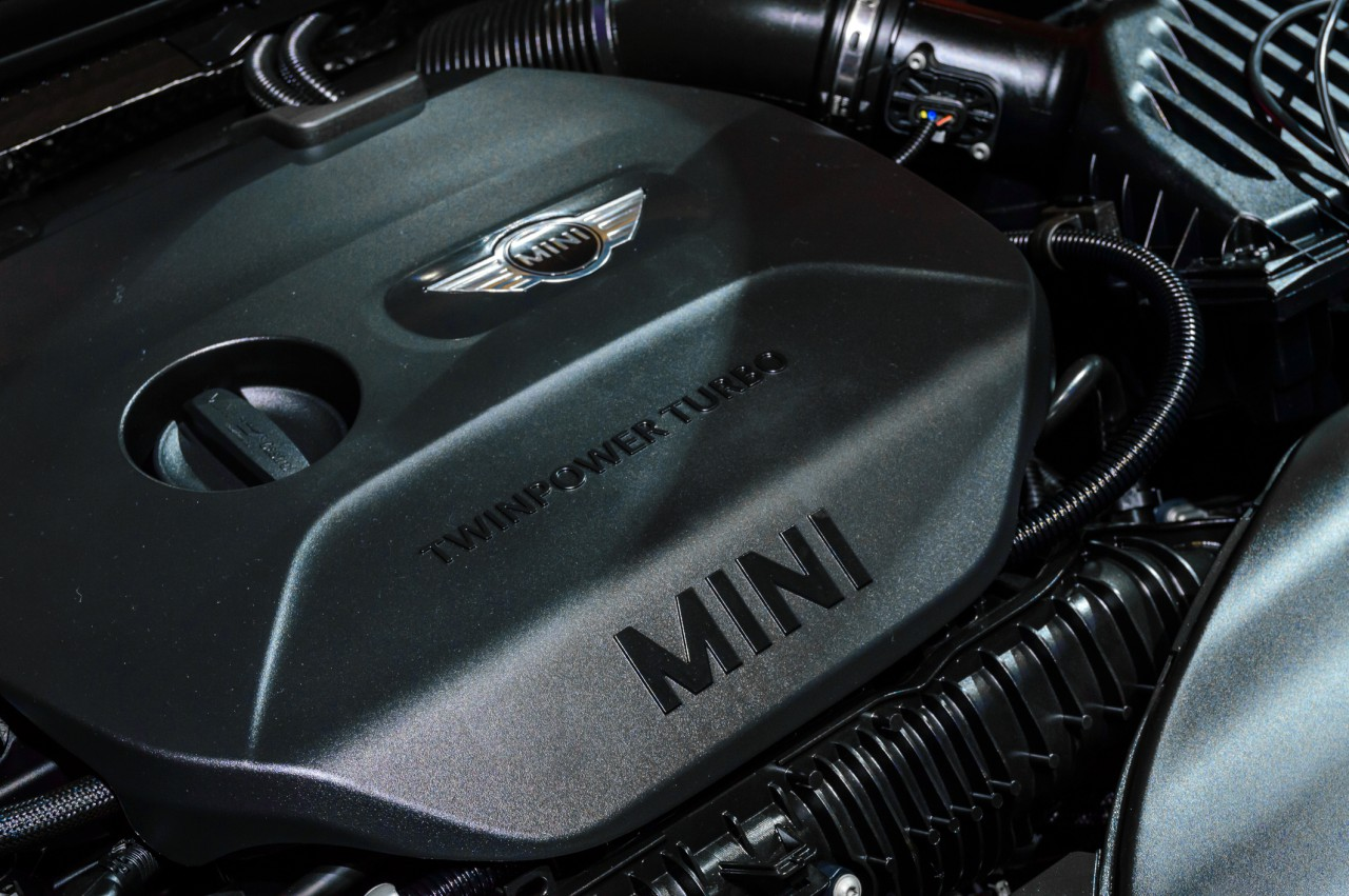 ミニ(MINI)のエンジンオイルの役割とは。費用の目安や種類についても紹介 サムネイル画像`
