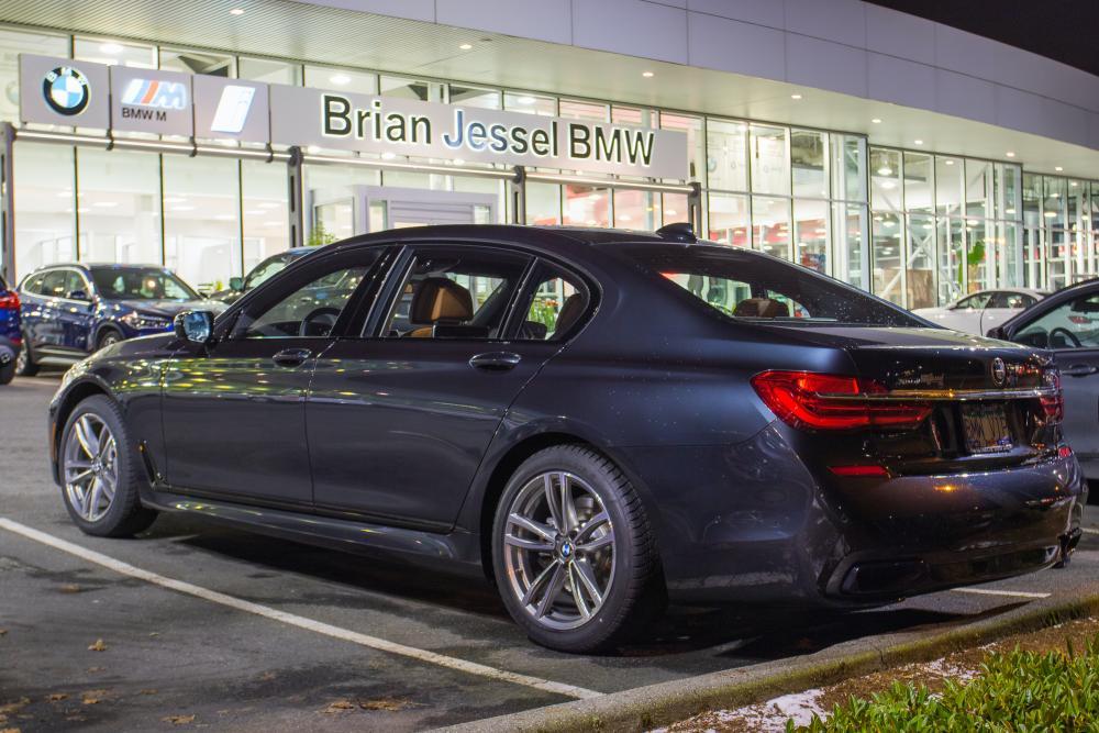 BMWディーラーで代車は用意してくれる?同じ車種になる可能性はある? サムネイル画像`