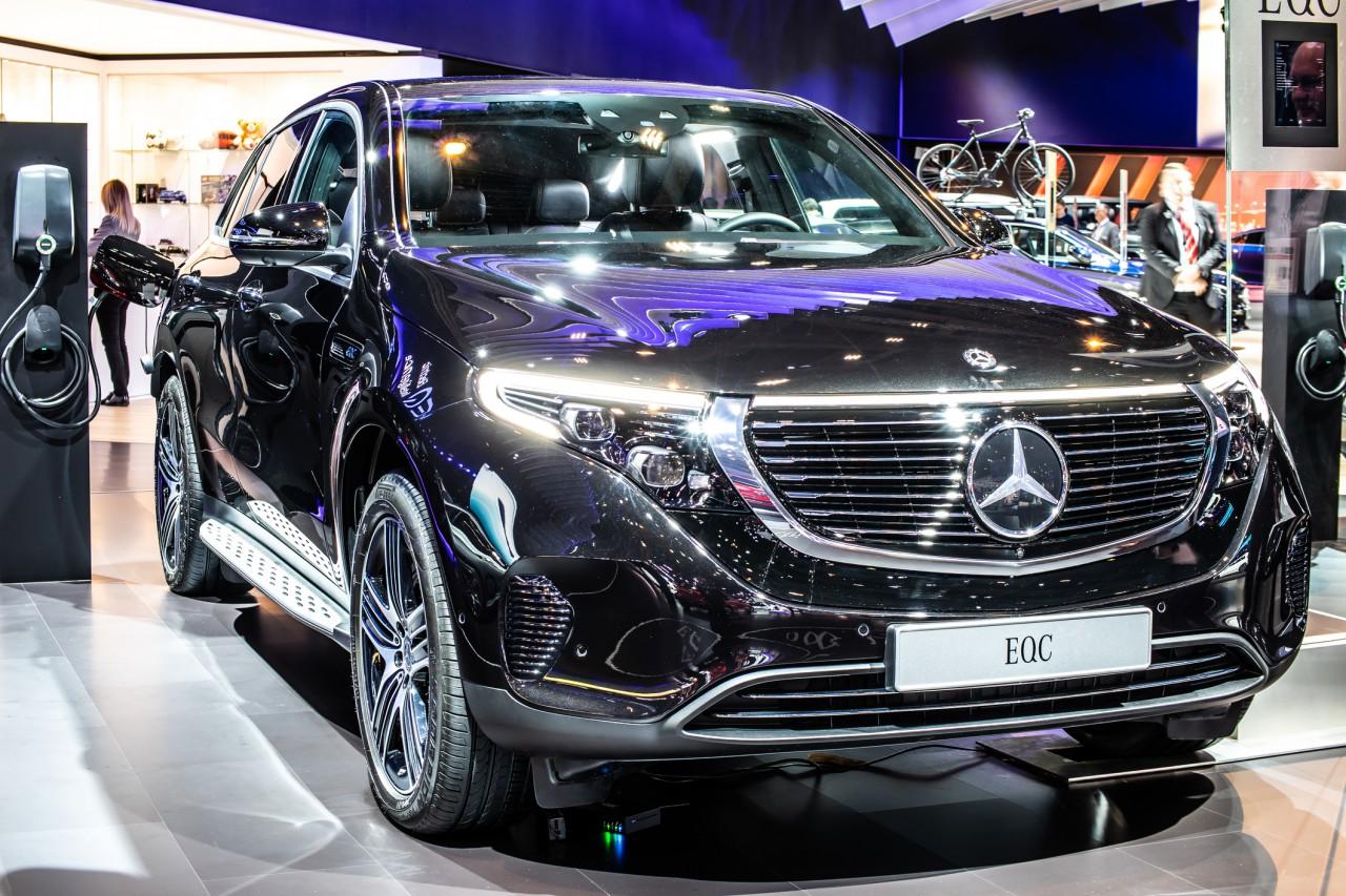 ベンツの電気自動車「EQC」の特徴とは。価格や種類についても解説 サムネイル画像`