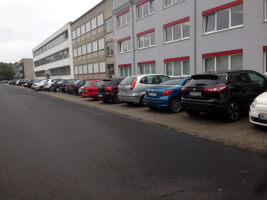 日本では後ろ向き駐車、でもドイツは前向き駐車のなぞ@ドイツ現地レポ