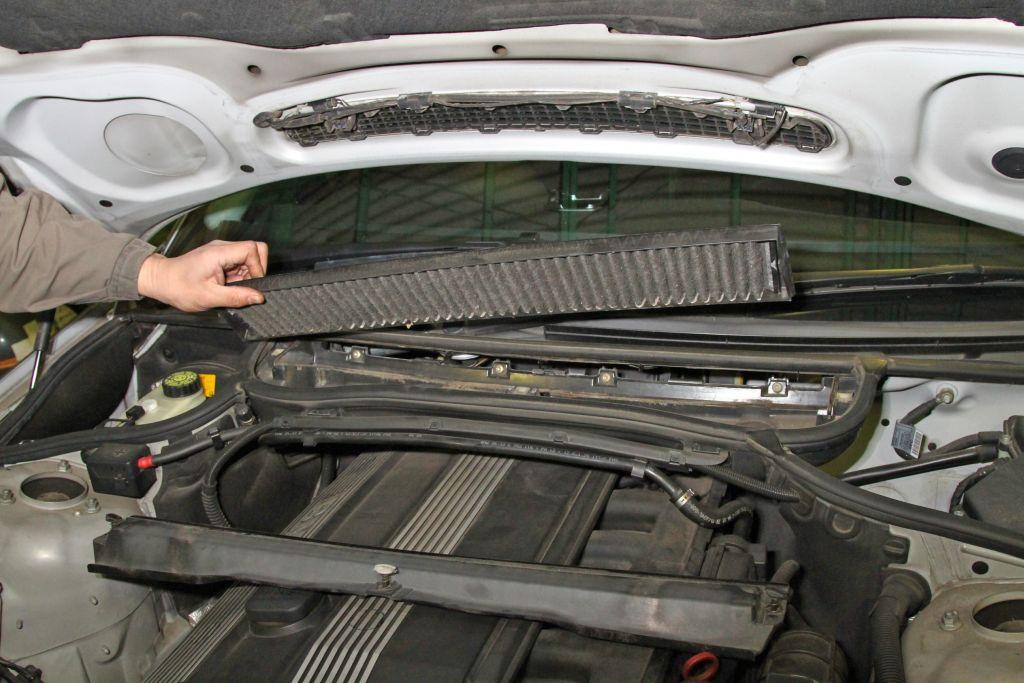 車内へ排ガスやPM2.5などの侵入を防ぐエアコンフィルターは定期的に交換すべきか?
