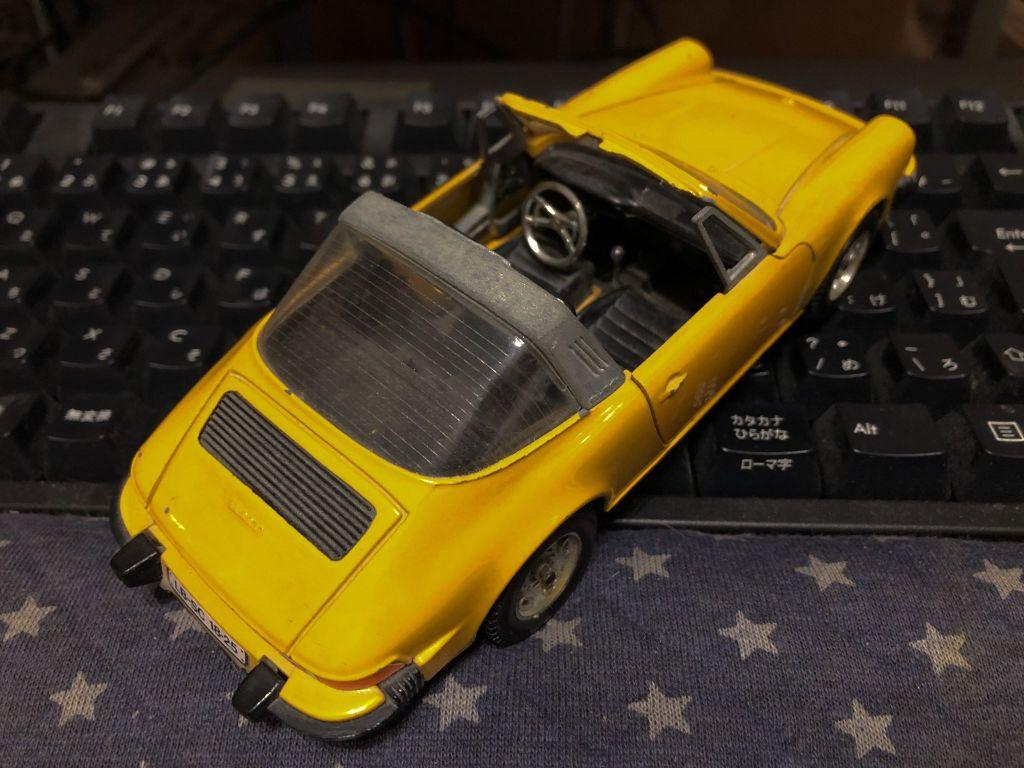 約40年前、ポルシェディーラーで買ってもらった山吹色の911Sタルガ