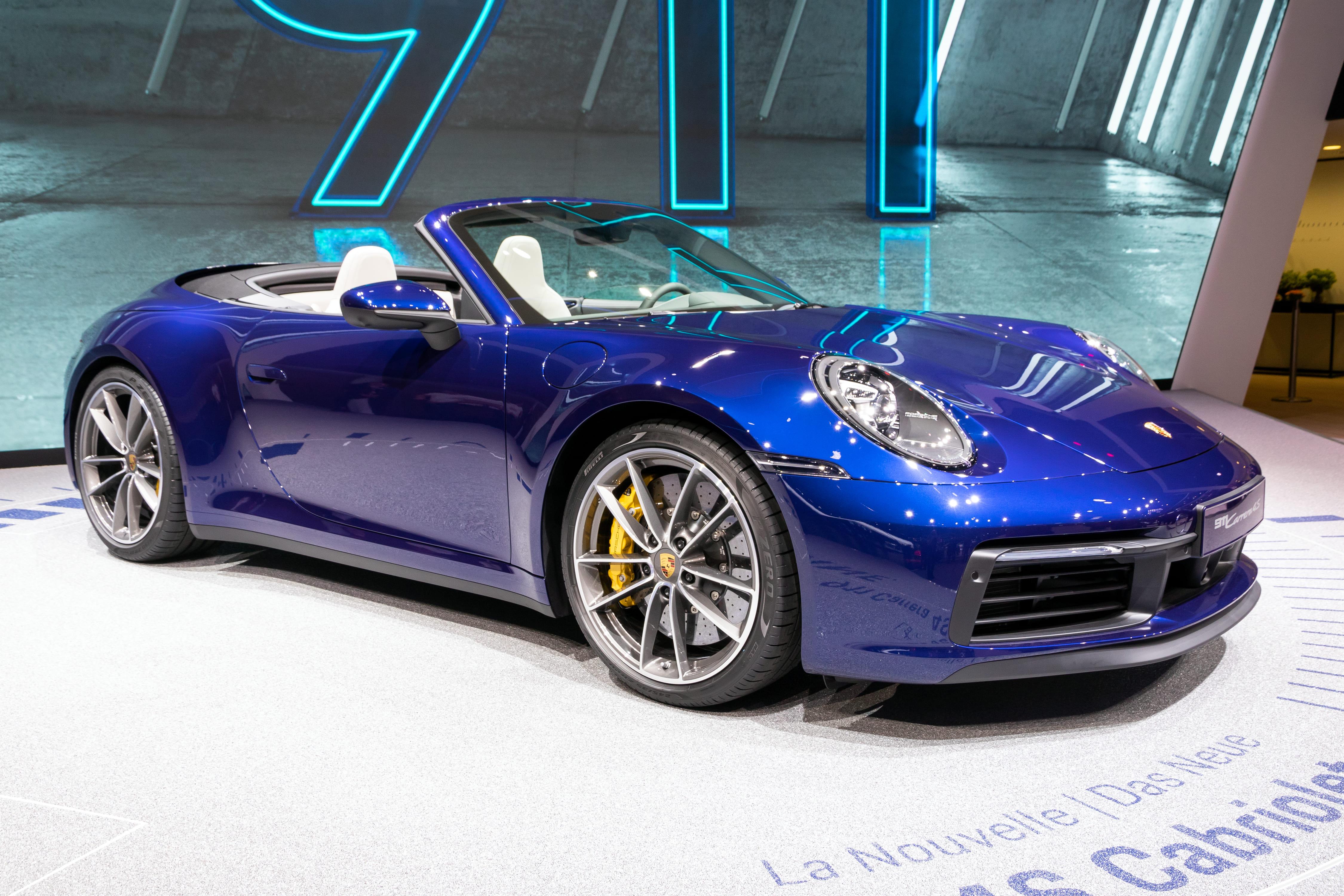 新型ポルシェ 911の本命はカブリオレか?欧米で人気のオープンカーの魅力とは? サムネイル画像`